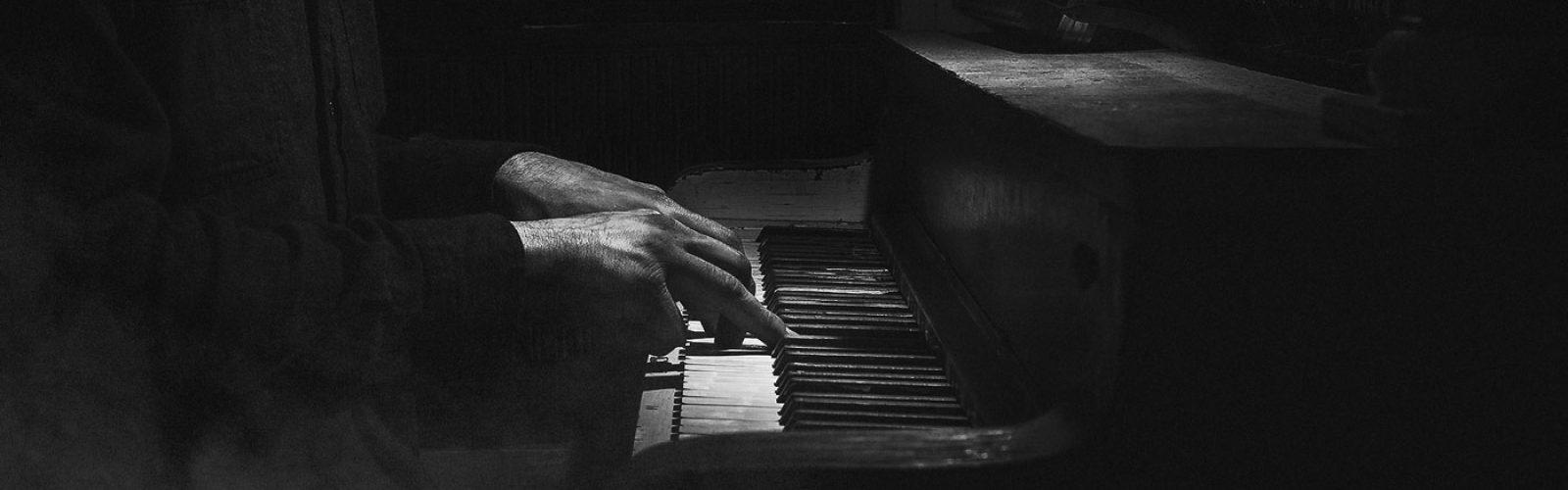 hero_02_piano.jpg